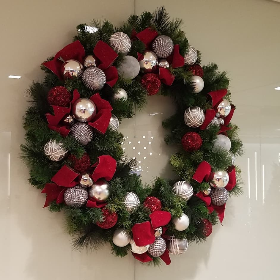 holiday-decorations-wreath